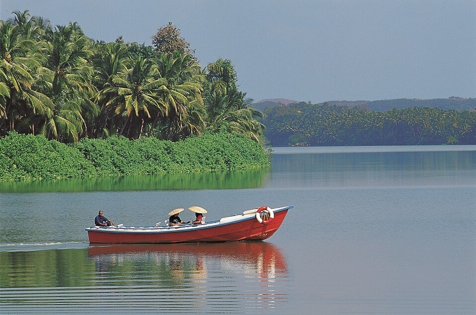 Honeymoon Destinations in South India - The Raviz - Ashtamudi
